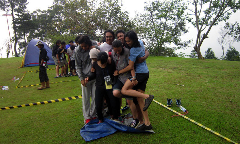 teamwork and team building program